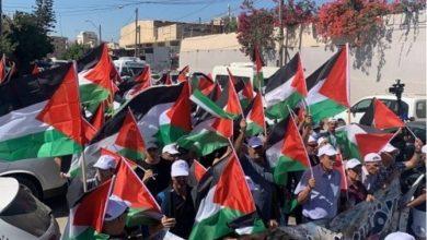 رداً على مسيرة الاحتلال.. فلسطينيو 48 يقيمون مسيرة الأعلام الفلسطينية الأولى