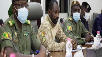 الرئيس المؤقت في مالي ينجو من هجوم بالسكين خلال صلاة العيد