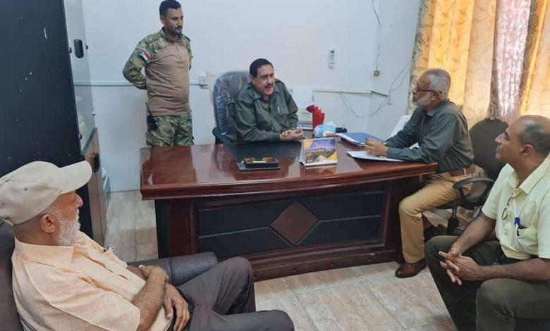 مدير أمن عدن يزور مبنى الهجرة والجوازات ومصلحة الاحوال المدنية.