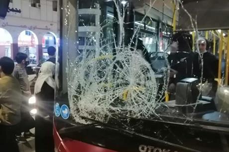 الباص السريع يدهس شخصاً على دوار المدينة - صور