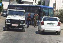 بالفيديو | السلطة تسلم حافلة جنود إسرائيليين دخلت إلى الخليل عن طريق الخطأ