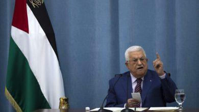 في أول لقاء رفيع المستوى منذ عقد، غانتس يجري محادثات مع عباس في رام الله