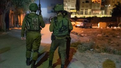 قوات الاحتلال تعتقل 5 فلسطينيين خلال مداهمات في الضفة