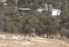 مستوطن يستولي على سلاح جندي إسرائيلي ويطلق النار خلال مواجهات جنوب الخليل