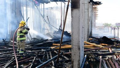 3 فرق إطفاء سيطرت على حريق مجمع تجاري قيد الإنشاء بالجهراء