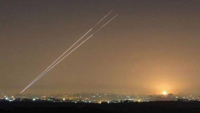 إطلاق صاروخ من غزة وإصابة مستوطنين اثنين خلال هروبهما إلى الملاجئ