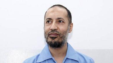 نشر أول صورة للساعدي القذافي داخل طائرة بعد الإفراج عنه