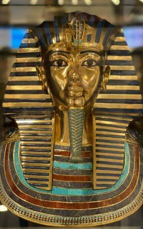 مصر تهدي نسخة من قناع توت عنخ آمون إلى مقر الأمم المتحدة في فيينا