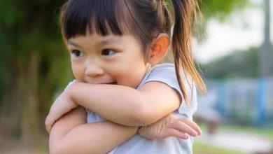 7 نصائح للتعامل مع الطفل الخجول في المدرسة